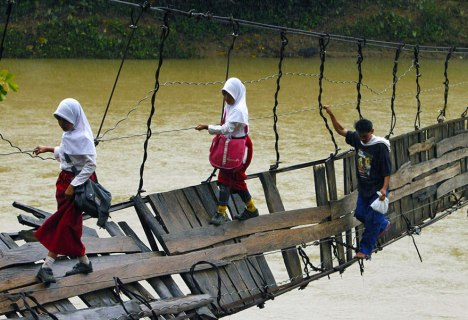 children-going-to-school-around-the-world-LebakIndonesia2