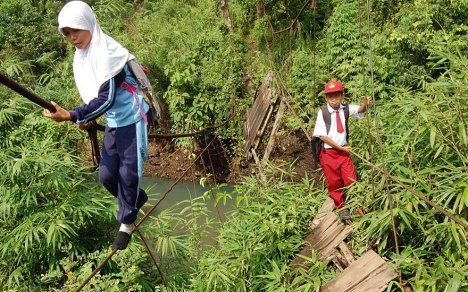 children-going-to-school-around-the-world-PadangSumatraIndonesia2